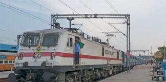 फर्जी रेलवे टिकट बनाने को लेकर थावे आरपीएफ पुलिस ने की छापेमारी।