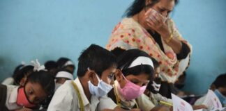 15 अक्टूबर से खुल रहे स्कूल, पर बिना वैक्सीन बच्चों को स्कूल नहीं भेजना चाहते अभिभावक!