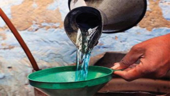 हाटा: केरोसिन तेल न मिलने से गरीब परेशान