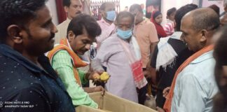 Hata: On the birthday of the Prime Minister, the President distributed fruits
