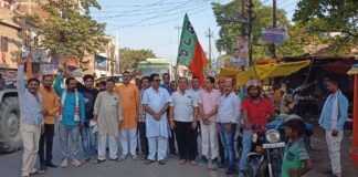 Kushinagar: BJP officials went from village to village and gave invitation letter to attend Prime Minister's program