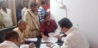 कुशीनगर: सांसद ने जनता की समस्याओं को सुनकर उसके त्वरित कार्यवाही हेतु अधिकारियों को दिया निर्देश